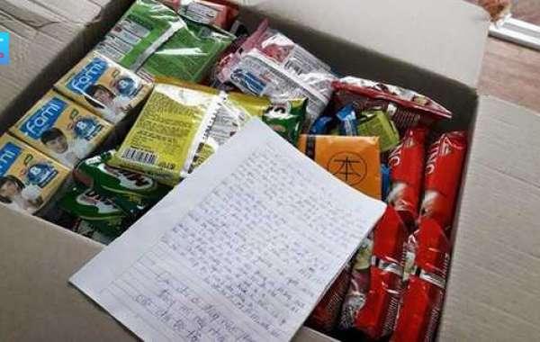 Những câu chuyện cảm động trong dịch COVID-19: Nam sinh để dành đồ ăn cho người cách ly đến bức thư viết tay của du khách nước ngoài
